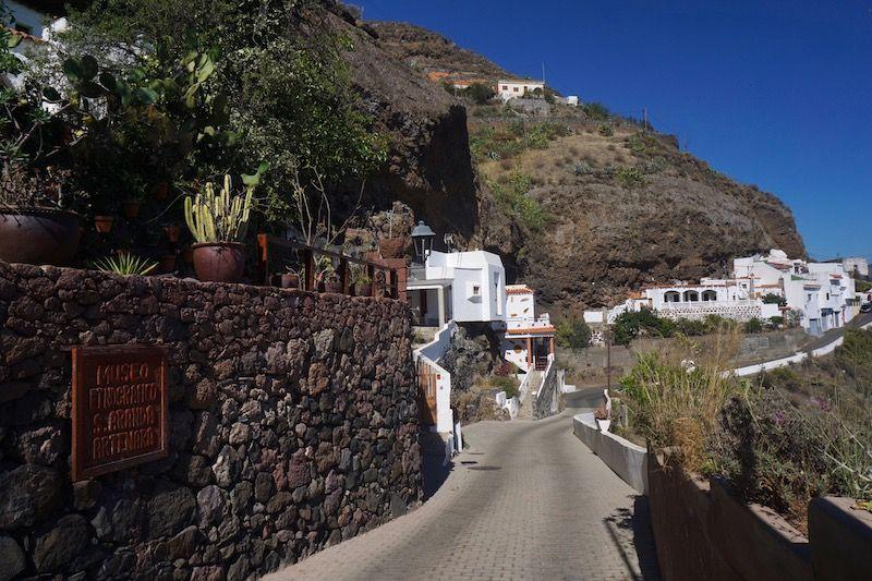Entrada al Museo Etnográfico de las Casas Cueva