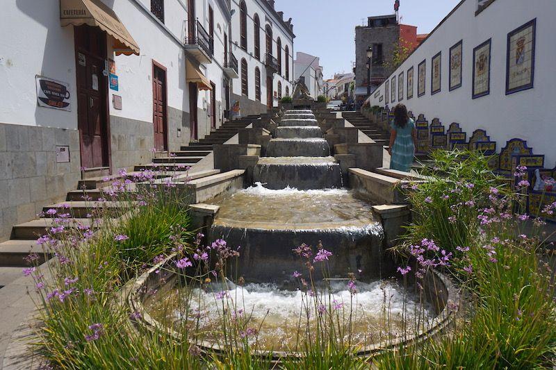 Paseo de Gran Canaria y la famosa Fuente de Firgas de 30 metros