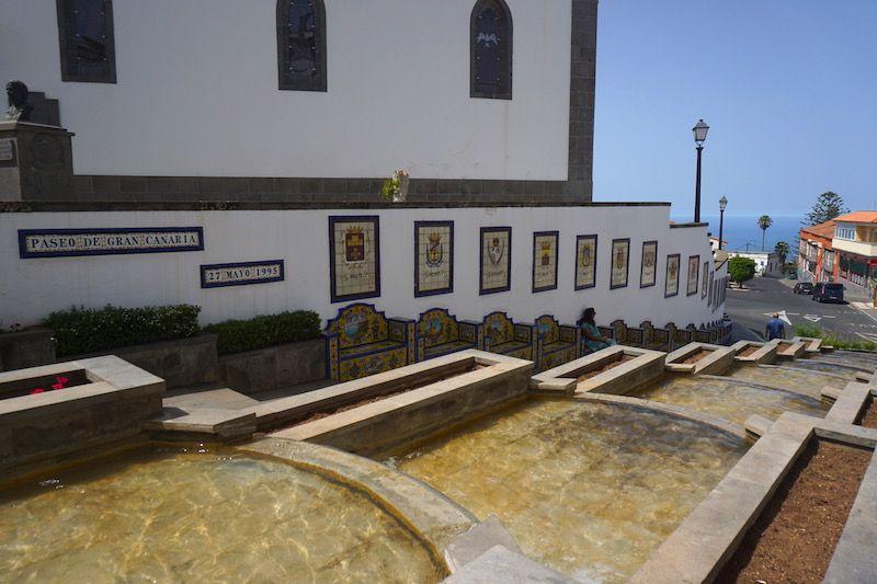 Los 21 escudos del Paseo de Gran Canaria en Firgas