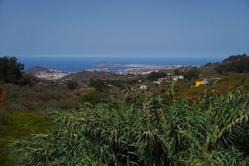 Vista del Mirador de las Pellas y la Isleta al fondo