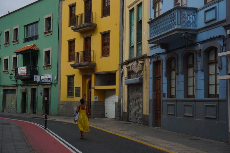 Sugerencia: si no sueles conducir, ¡no te metas con el coche por Las Palmas! Mucho mejor descubrirla caminando...