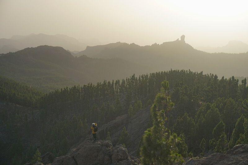 El Pico de las Nieves ofrece de las mejores postales de la isla, si la calima te las deja ver...