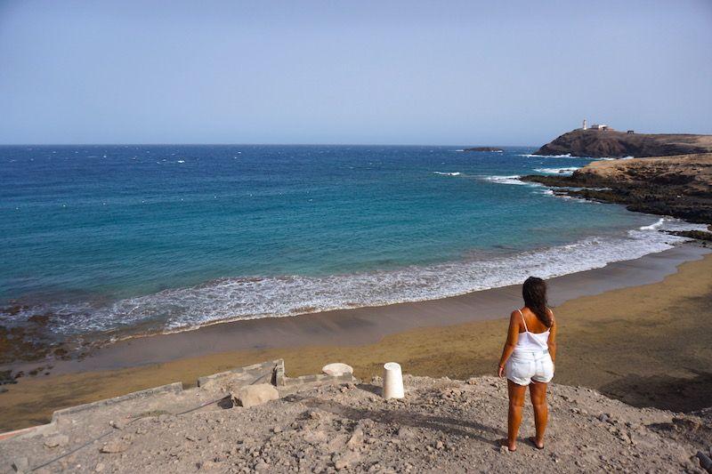 Playa del Cabrón y el Faro de Punta de Arinaga al fondo