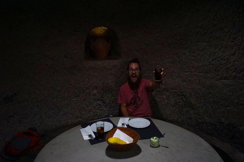 No te puedes ir de la isla sin comer en una de las cuevas de Guayadeque