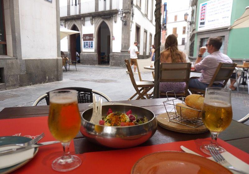 Raciones deliciosas y originales en la terraza del Tricicle, La Vegueta