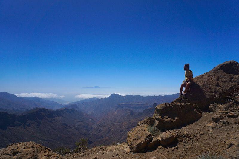 Hemos contemplado El Teide en Tenerife, asomándose por entre las nubes, desde diferentes puntos. No nos podíamos creer la suerte que teníamos