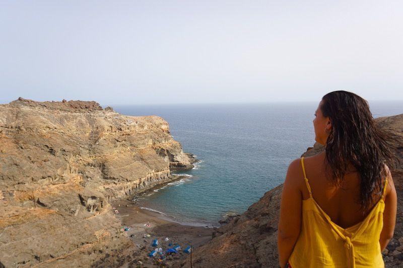 No es fácil llegar a la playa de Tiritaña pero tiene su recompensa...