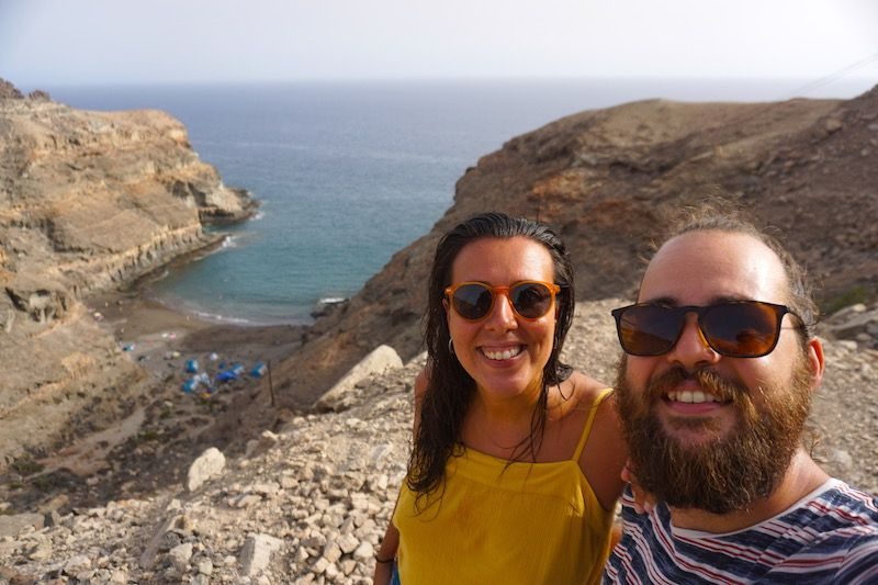 Felices en la Playa de Tiritaña, en el sur de la isla