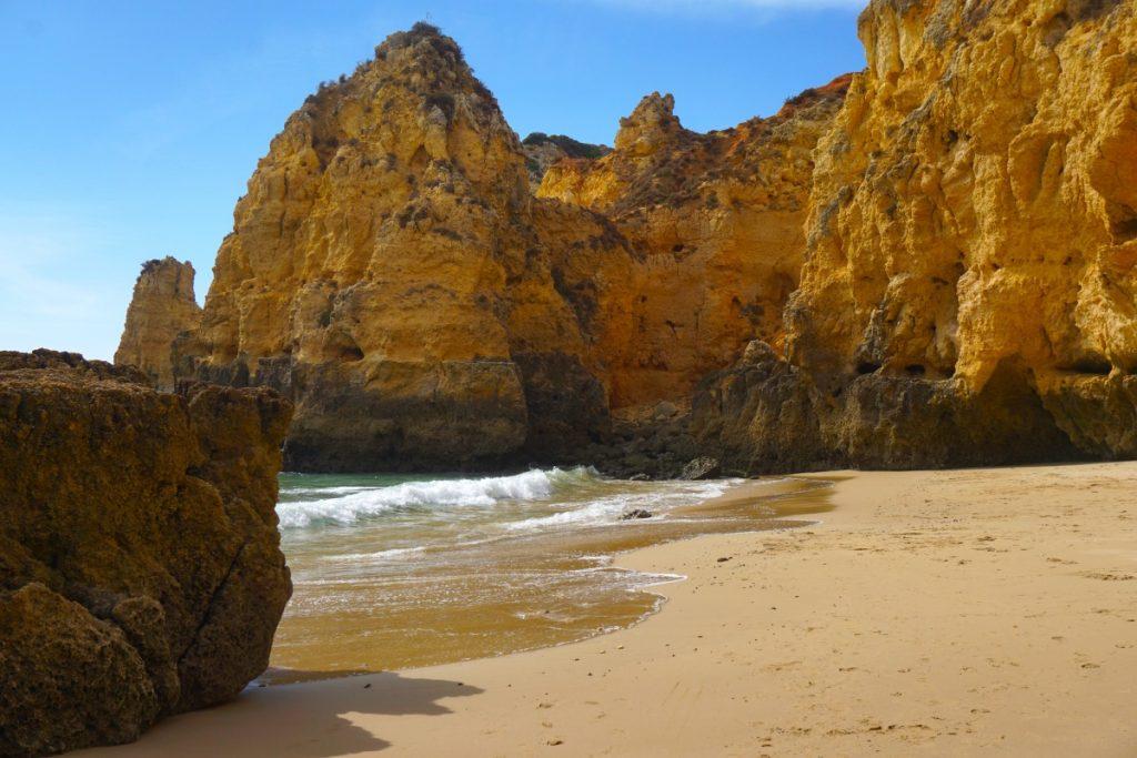Praia Barranco do Martinho desde abajo. Foto Randomtrip