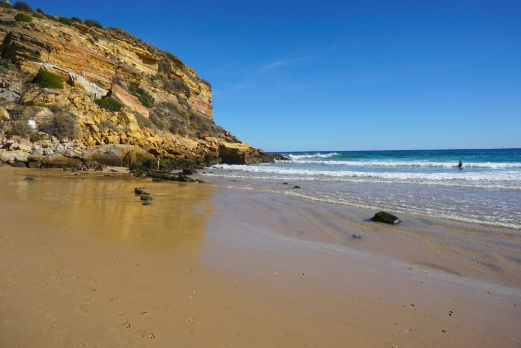 Praia do Burgau desde abajo. Foto Randomtrip