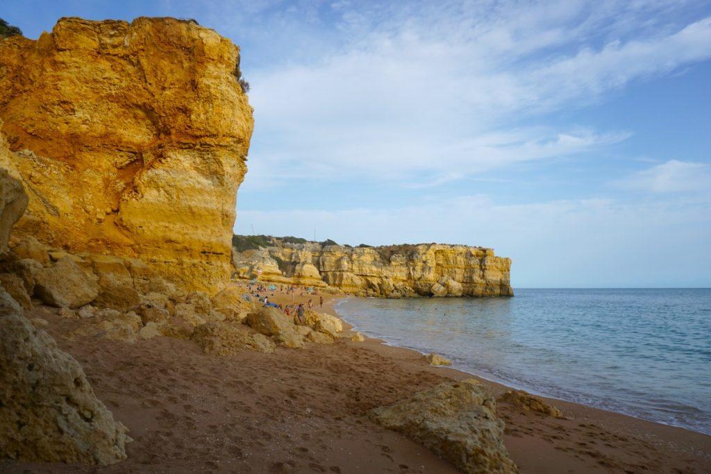 Praia da Coelha desde abajo