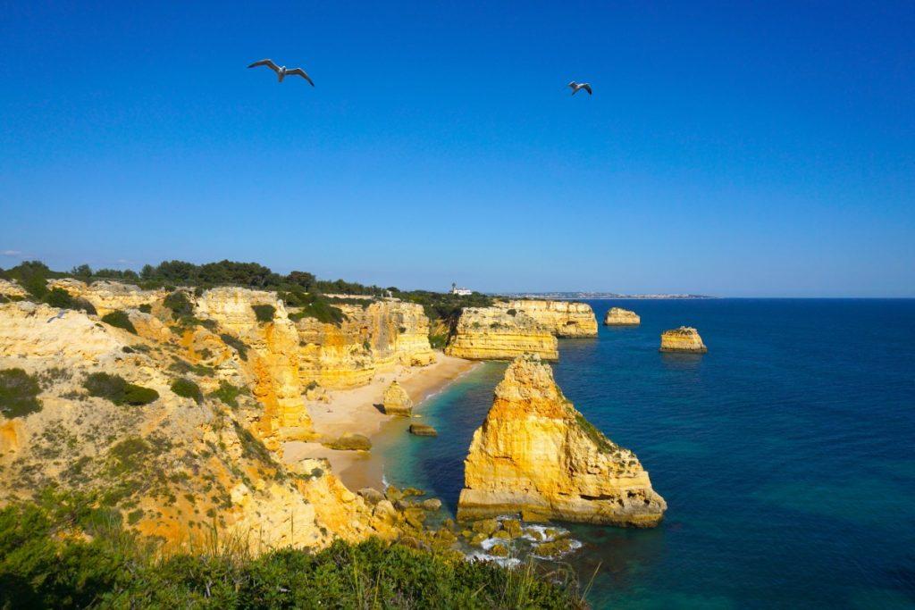 Al llegar a Praia da Marinha nos dimos cuenta de por qué es una de las postales de Algarve