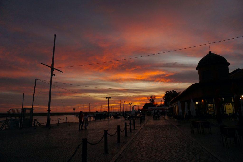 Pasar el día en la isla de Culatra, en las playas de Culatra y Farol, y volver para dormir en Olhão, con su oferta gastronómica y nocturna, es una excelente opción