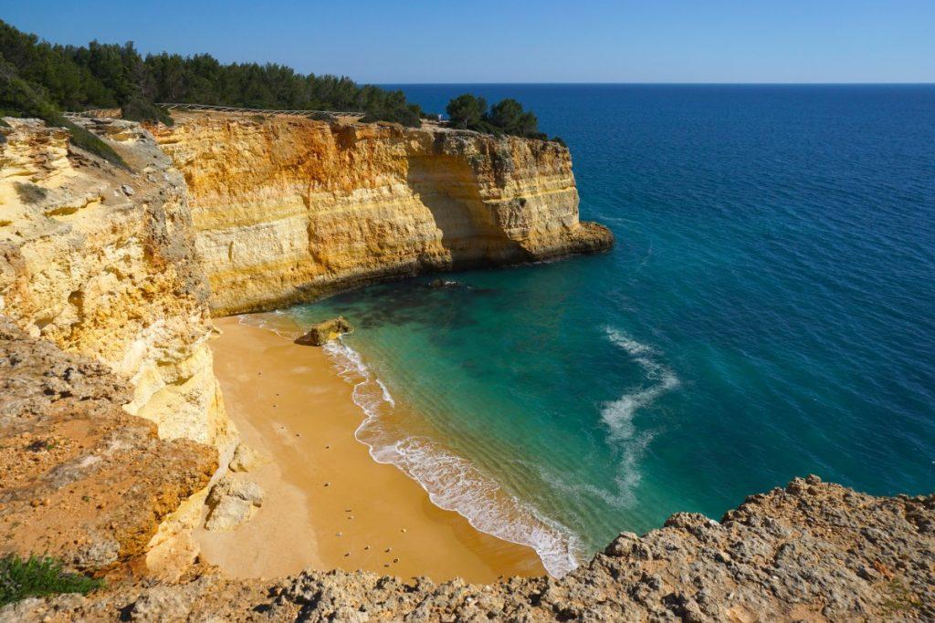 Una de las espectaculares playas que te encontrarás en la ruta de los Sete Vales Suspensos, Playa de Corredoura