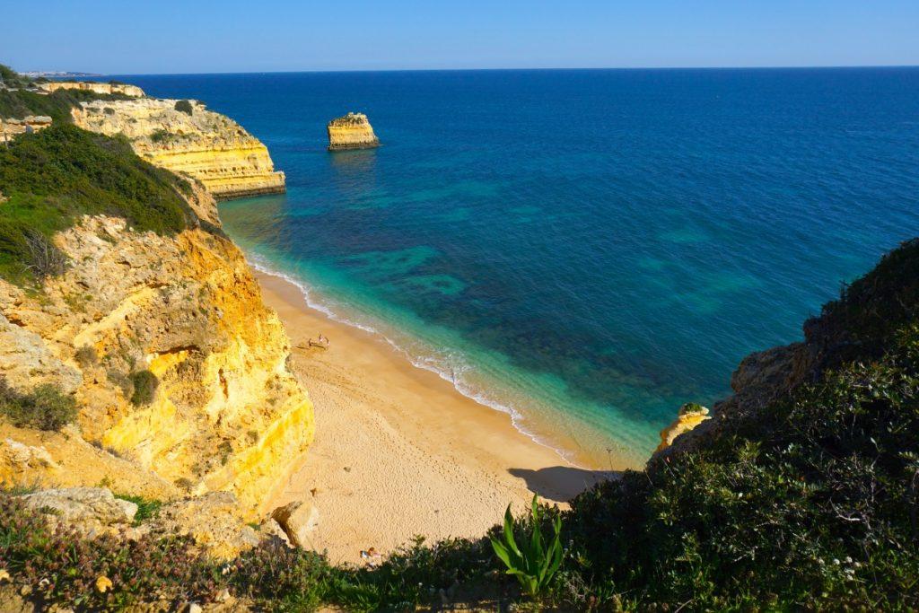 Las aguas transparentes de la imponente Praia da Marinha