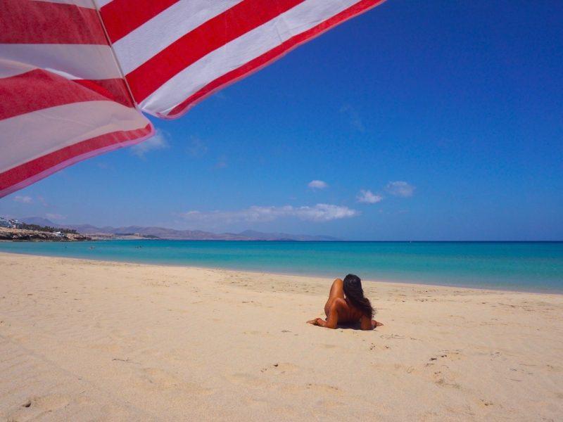 Feliz en playa Esmeralda, Jandía